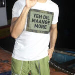 Sidharth Malhotra wears a special cap filled with heartwarming fan messages!